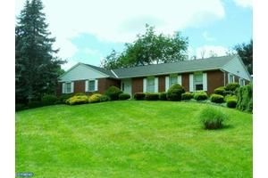 195 Firecreek Rd, Newtown, PA 18940