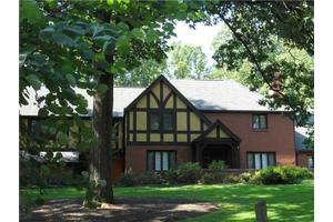 808 W Waldheim Rd, Fox Chapel, PA 15215