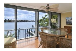 322 Harbour Dr Apt 201a, Naples, FL 34103
