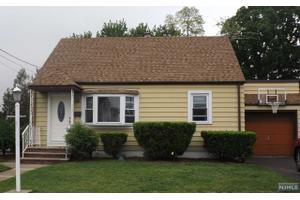 141 Macarthur Dr, Saddle Brook, NJ 07663