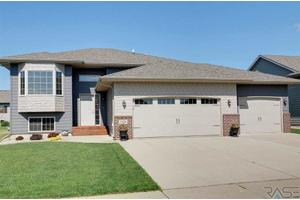 2305 S Ollerich Ave, Sioux Falls, SD 57106