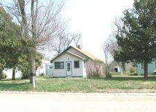 304 S 5th St, Onida, SD 57564
