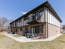 141 Willows Edge Ct Apt D, Willow Springs, IL 60480