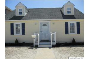 18 Washington Ave, Lavallette, NJ 08735