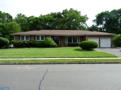 100 Hidden Lake Dr, North Brunswick, NJ