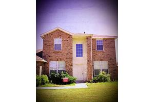 405 W Clover Park Dr, Fort Worth, TX 76140