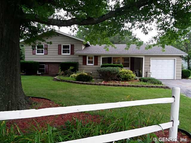 58 Red Bud Rd, Rochester, NY 14624
