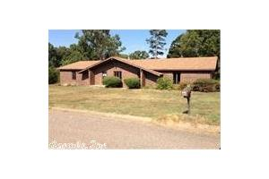 6715 Double Tree Ln, Benton, AR 72019