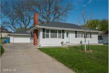411 N 10th St, Indianola, IA 50125