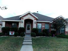 325 Village Dr, Red Oak, TX 75154