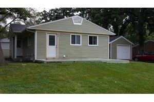 70 Robin Rd, Carpentersville, IL 60110