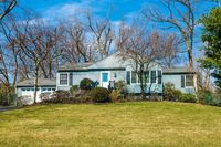 38 Ridge Dr, Livingston, NJ 07039
