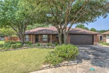 2500 Rochester Ct, Bedford, TX 76022