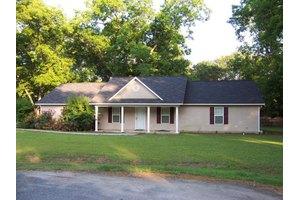 205 Meadow Ln, Ashburn, GA 31714