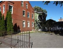 19 E Haverhill St Unit 1R, Lawrence, MA 01841