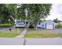 21 Saint James St, Dracut, MA 01826