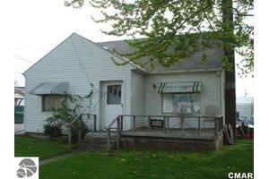 105 S Auburn Rd, Auburn, MI 48611