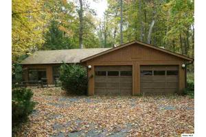 704 Country Club Dr, Howard, OH 43028