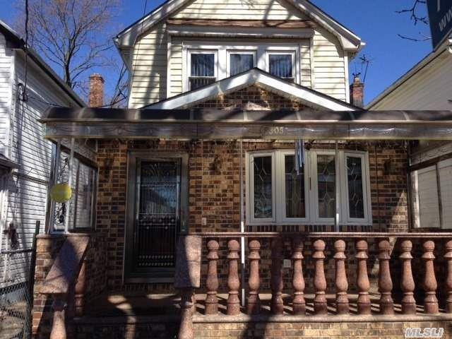 93-05 214 Pl Queens Village, NY 11428