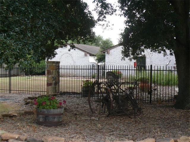 1005 colorado st smithville tx 78957 home for sale and