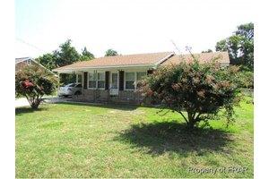 6845 Winthrop Dr, Fayetteville, NC 28311