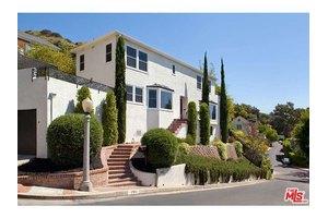7911 Hillside Ave, Los Angeles, CA 90046