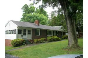 218 Beechwood Cir, Winston Salem, NC 27105