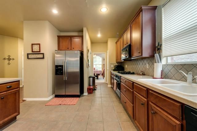 9117 peace st fort worth tx 76244 for Kitchen cabinets 76244