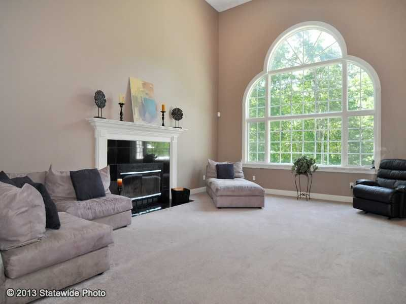121 Huntinghouse Rd, North Scituate, RI 02857