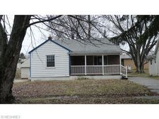 553 6th St, Campbell, OH 44405