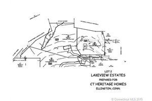 27 Green St, Ellington, CT 06029