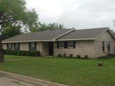 1424 W College St, Jacksboro, TX 76458