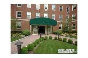 Photo of 111 7th St,Garden City, NY 11530