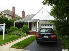 1054 Admont Ave, Franklin Square, NY 11010