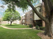 2208 Country Club Dr Apt 6, Woodridge, IL 60517