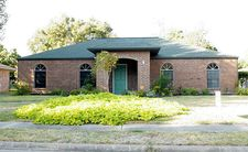 105 Spruce St, Lake Jackson, TX 77566