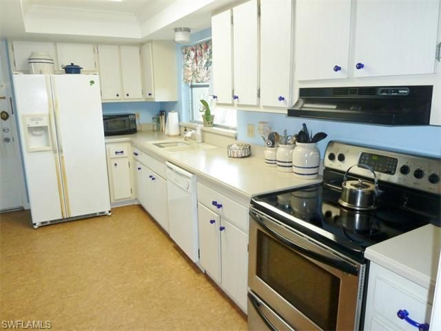 5586 trellis ln fort myers fl 33919 for Kitchen cabinets 76244