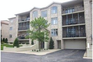 6331 Pine Ridge Ct Apt 2B, Tinley Park, IL 60477