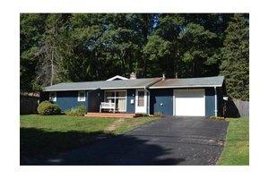 42 Donna Rd, Framingham, MA 01701