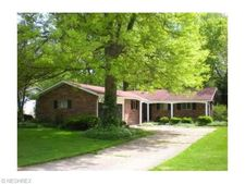 6061 Somerset Dr, North Olmsted, OH 44070