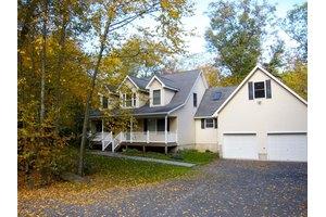2140 Sanctuary Dr, East Stroudsburg, PA 18302