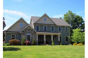 6 Rolling Green Dr, Wilton, NY 12831