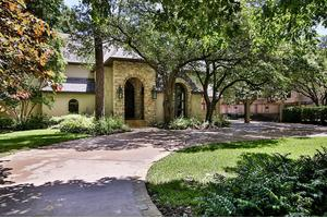 706 Saddlewood Ln, Hunters Creek, TX 77024