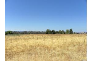 5111 Griffin Rd, Vacaville, CA 95688