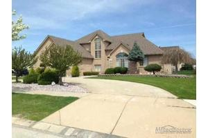 2571 Larch Dr, STERLING HEIGHTS, MI 48314