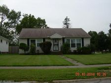 4527 E Frontenac Dr, Cleveland, OH 44128