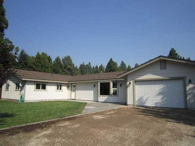 824 Woodland Park Dr, Mount Shasta, CA