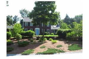 2 Robinwood Cir, Westford, MA 01886