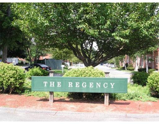 181 Regency Park Dr, Agawam, MA 01001