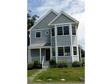 14 Gould Ave, Portsmouth, RI 02871